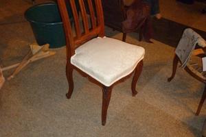 Chaise garnie à l'ancienne  pose du tissu